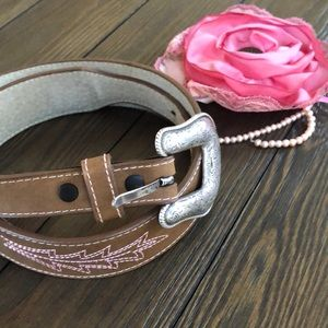 Wrangler Brown/Pink embroidered etched hearts belt